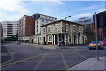 SU1585 : Queen's Tap, Swindon by Bill Boaden
