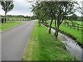 SU7238 : Driveway near Kiln House by Chris Wimbush
