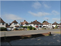 TQ1090 : Houses on the A404 by Basher Eyre