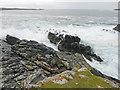 HU3628 : Heavy sea at Scaalie Point by Julian Paren