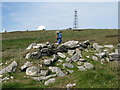 NF7471 : Chambered cairn on Cleitreabhal a Deas by M J Richardson