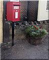 SO6101 : Queen Elizabeth II postbox and a flower tub, High Street, Aylburton by Jaggery