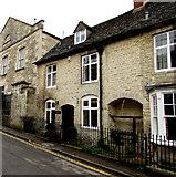 SO8700 : Well Cottage, Tetbury Street, Minchinhampton by Jaggery