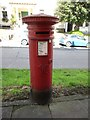 SO6911 : Victorian pillar box, High Street, Newnham by Jonathan Thacker