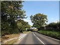 TM2584 : Redenhall Road, Redenhall by Geographer