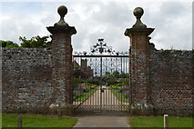 TQ5243 : Gate in garden wall, Penshurst Place by N Chadwick
