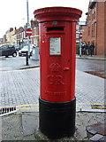 SJ4066 : George V postbox on Brook Street, Chester by JThomas