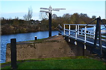 SO8453 : Junction of the Worcester and Birmingham Canal with the River Severn by David Martin