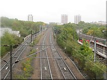 NZ2564 : The East Coast Mainline at Byker, Newcastle upon Tyne by Graham Robson