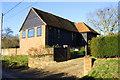 SU6485 : Walnut Tree Barn by Roger Templeman