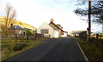 NS2472 : Shielhill Road by Thomas Nugent