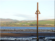 NS3574 : Measured Mile post in the Clyde at Parklea by Thomas Nugent
