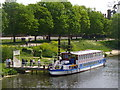 TQ1568 : Hampton Court - Thames Riverboat by Colin Smith