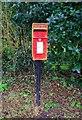 SP0774 : Post-mounted Elizabeth II postbox, Severn Way, Wythall, Worcs by P L Chadwick