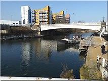 TQ3882 : The Limehouse Cut and the River Lea by Marathon