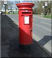 SP3782 : Elizabeth II postbox on Ringwood Highway by JThomas