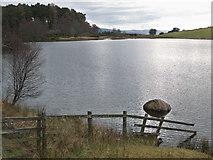 NH6750 : Quiet weather at Loch Lundie by Julian Paren
