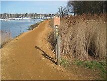 SU4808 : Hamble River footpath at path junction by Chris Wimbush