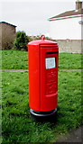SS8178 : Queen Elizabeth II pillarbox, West Park Drive, Porthcawl by Jaggery