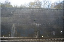 TQ1885 : Wall by the Chiltern Main line by N Chadwick
