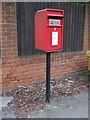 TL1614 : Elizabeth II postbox on Lower Luton Road, The Folly by JThomas