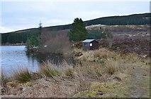 NN7754 : Fishing hut, Loch Kinardochy by Jim Barton