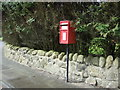 NS7578 : Elizabethan postbox on the A803, Kelvinhead by JThomas