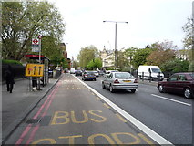 TQ2882 : Bus stop and shelter on Marylebone Road by JThomas