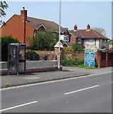 ST3050 : Berrow Road phonebox, Burnham-on-Sea by Jaggery