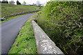 SD9746 : NW parapet of Pismore Bridge taking Stockshott Lane over Pismire Beck by Roger Templeman