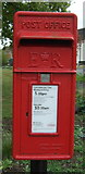 TM0221 : Elizabeth II postbox on Rectory Road, Rowhedge by JThomas