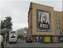 NS5964 : Sir Billy Connolly at Old Wynd, Osborne Street by M J Richardson
