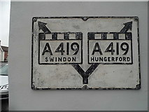 SU2771 : Pre-Worboys map sign on High Street, Ramsbury by David Howard