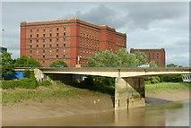 ST5672 : Brunel Way Bridge and Warehouses, Ashton Gate by Alan Murray-Rust