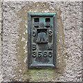 J2128 : Flush Bracket, Hilltown by Rossographer