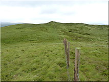 SH9219 : Along the fence to Carreg y Bîg by Richard Law