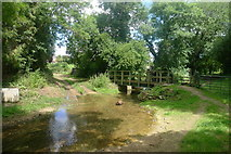 TF0117 : Ford and footbridge over Glen Brook, Little Bytham by Tim Heaton
