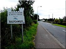H6257 : Approaching Ballygawley by Kenneth  Allen