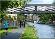 SE1537 : Leeds and Liverpool Canal at Shipley by Mat Fascione