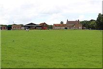 SE7666 : Church Farm by Chris Heaton