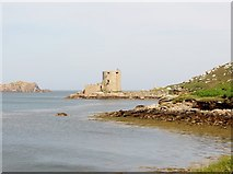 SV8815 : Cromwell's  Castle  from  Frenchman's  Point  Tresco by Martin Dawes