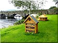 R7073 : Bug Hotel and Duck House by Oliver Dixon