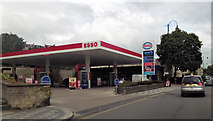 ST7565 : Esso garage on London Road by John Firth