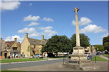 SP0937 : High Street and War Memorial, Broadway by Jeff Buck