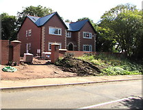 ST0881 : Oaklands, Cardiff Road, Creigiau by Jaggery
