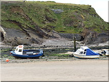SS2006 : Moored boats at low tide by Rob Purvis