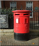 SJ9223 : Double aperture Elizabeth II postbox on Greengate Street, Stafford by JThomas