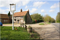 SU6787 : The Crown closed inn beside the A4130 by Roger Templeman