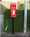 TF6739 : Elizabeth II postbox on Princess Drive, Hunstanton by JThomas