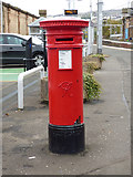 NS2875 : VR pillar box in Greenock Central railway station by Thomas Nugent
